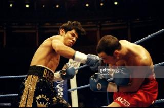 Marco Antonio Barrera vs Paul Lloyd
