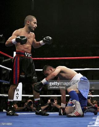 Vic Darchinyan vs Glenn Donaire