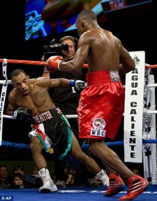 Devon Alexander vs Junior Witter